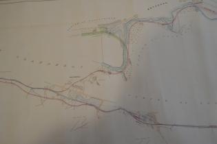 Cynllun rheilffordd y chwarel gan Charles Spooner dyddiedig 1873 yn dangos dwy gangen y rheilffordd wedi eu rhannu yn Tanysgrafell, un gangen yn arwain i'r chwarel a'r ail i bentref Bethesda. Cynllun drwy ganiatâd a charedigrwydd Adran Archifau a Llawysgrifau Prifysgol Bangor