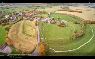 Llun awyr o Avebury